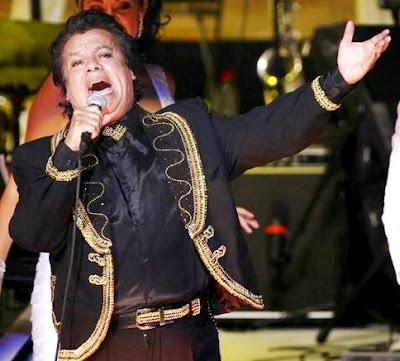 Juan Gabriel cantando a viva voz