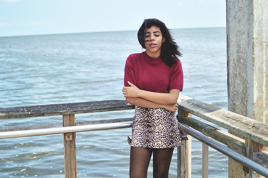hoiden gamine indie fashion blogger anais alexandre of down to stars in a thrifted outfit by the bay