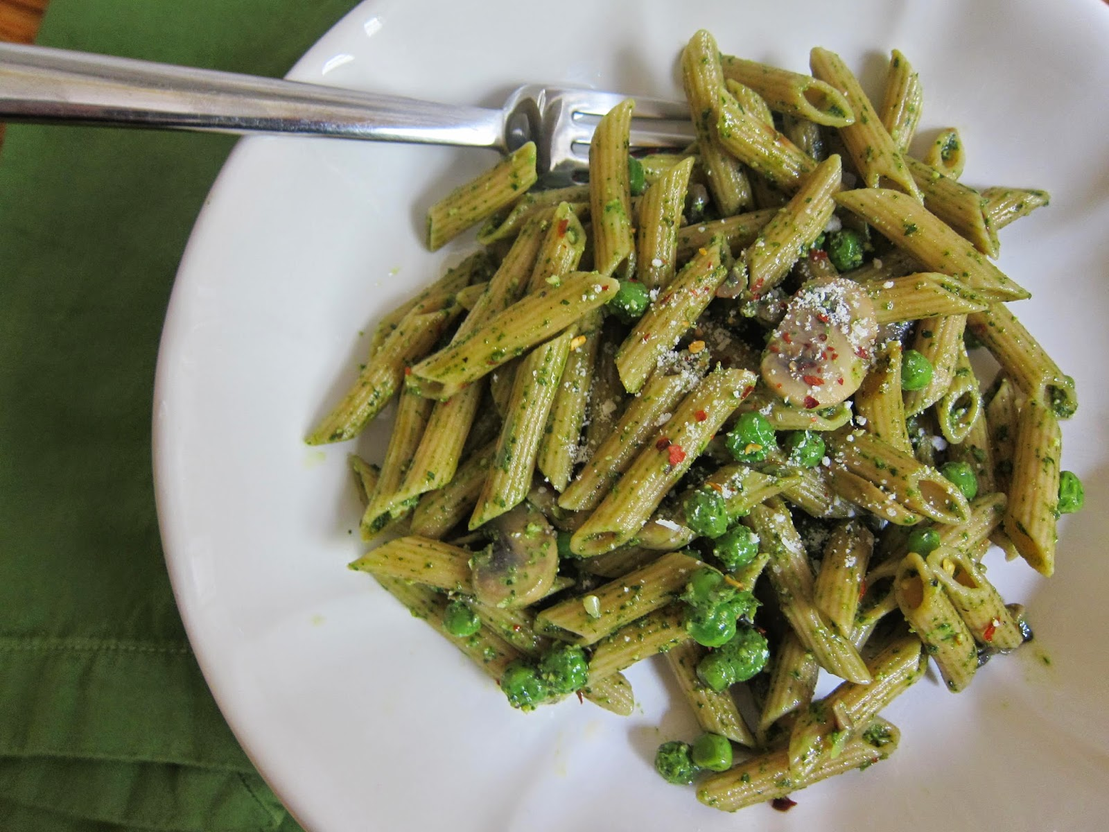 Spring Pasta with Peas, Mushrooms, and Parsley-Arugula Pesto | The Economical Eater