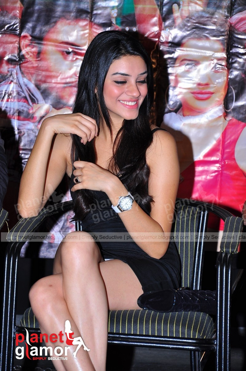 ... South Indian Heroine in a Black Mini Skirt flashes White Panty Panties