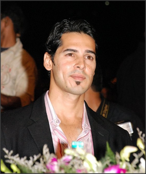http://asalasah.blogspot.com/2014/11/inilah-15-aktor-india-yang-paling-tampan.html