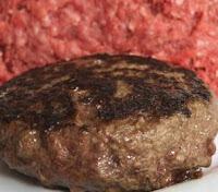 Carne de hambúrguer feita de restos limpos com amônia é vendida livremente