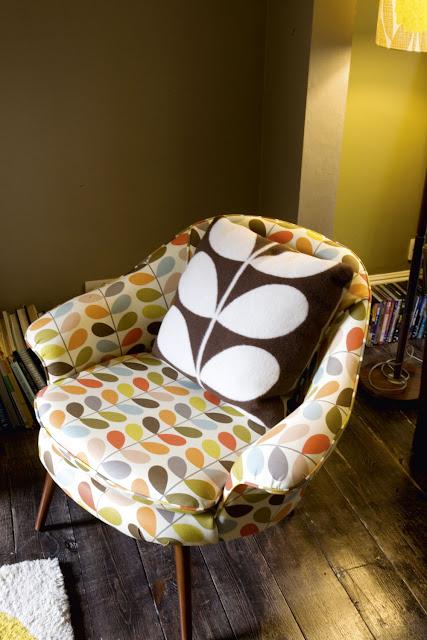 Sessel im berühmten Orla Kiely Blattmuster - polstern Sie mit Farbe und Muster Ihre Einrichtung auf