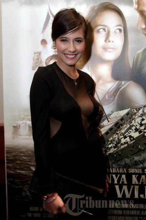 Hot Seksi Pevita Pearce Pakai Baju Tembus Pandang / Transparan
