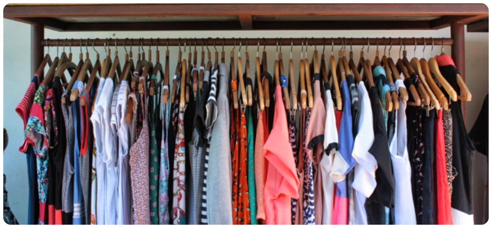 Percheros ropa en tienda