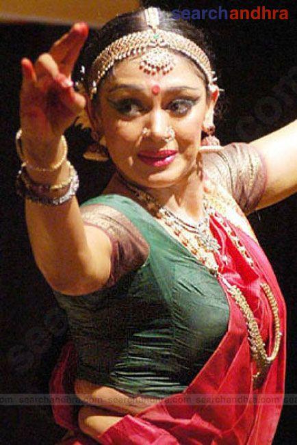 Shobana performing bharathanatyamBharatanatyam Shobana
