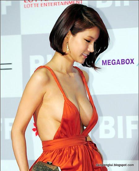 http://4.bp.blogspot.com/-PeEgCh95_Aw/TqRhHfCkexI/AAAAAAAAAfg/hoVVT-335PM/s1600/oh_in_hye-20111016-001-rita.jpg