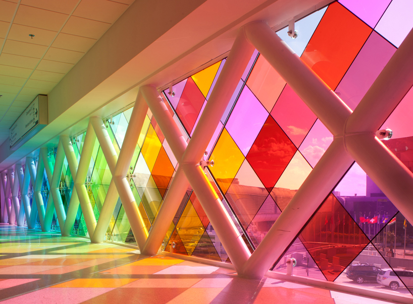 Light architecture miami airport installation harmonic for Window design colour