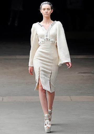 булчинска рокля от плат и кожа - предна част
