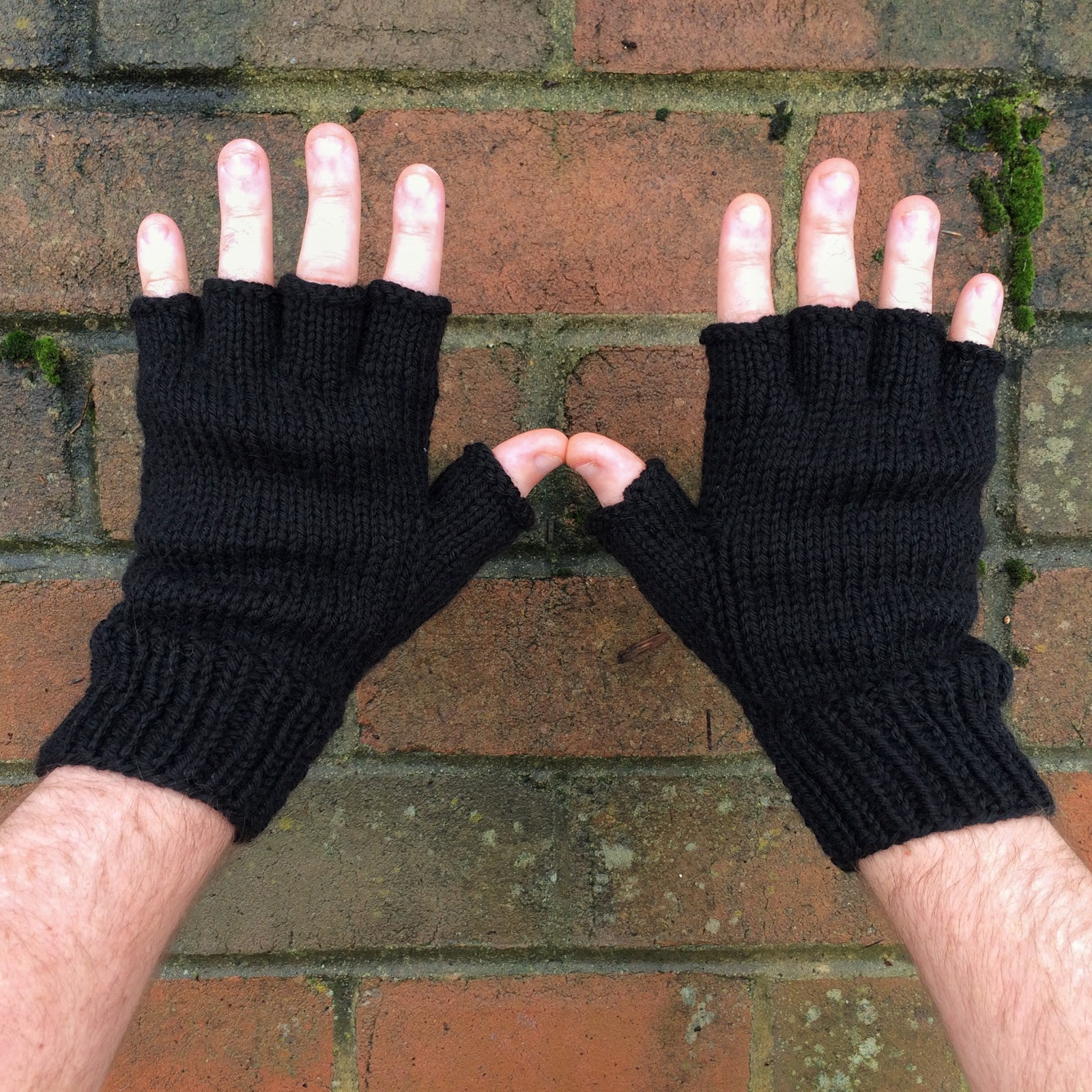 cozy birdhouse | fingerless trigger gloves