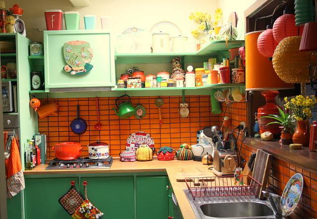 http://4.bp.blogspot.com/-PeWDiTfmqxU/UGJMiZ5yzbI/AAAAAAAAJbY/22dsLsrJmNI/s1600/cozinha%2Bcolorida-700403.jpg