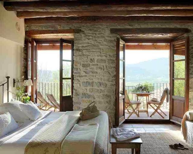 Piekna sypialnia z widokiem na Pireneje