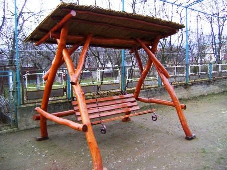 Как сделать качели деревянную