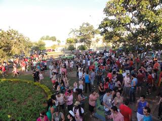 Cerca de cinco de mil participantes já se concentravam na praça do trabalhador ao som de um trio elétrico (Foto: Elker Barros/PrideBoyBrazil)