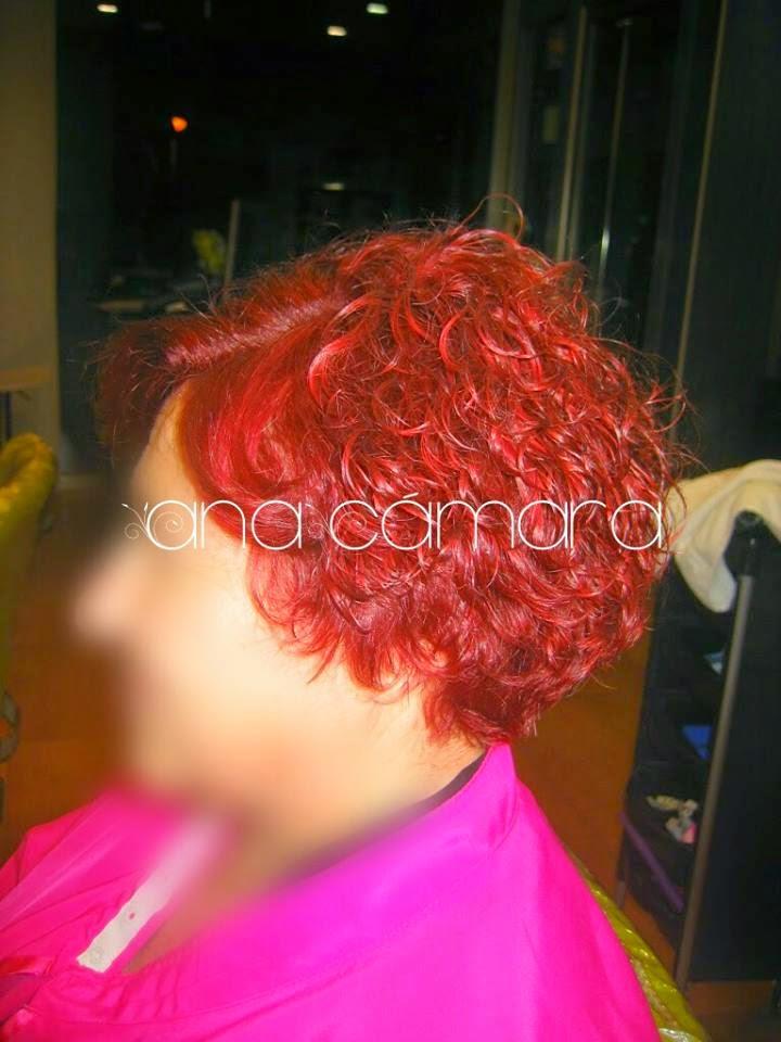 Cabello color rojo intenso