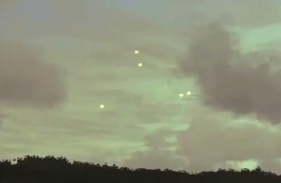 cinco ovnis volando sobre una instalación militar en hawaii 2011