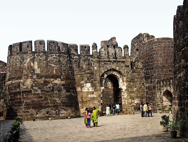 walls of daulatabad fort