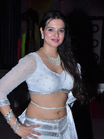 Actress Saloni new sizzling photo shoot-cover-photo