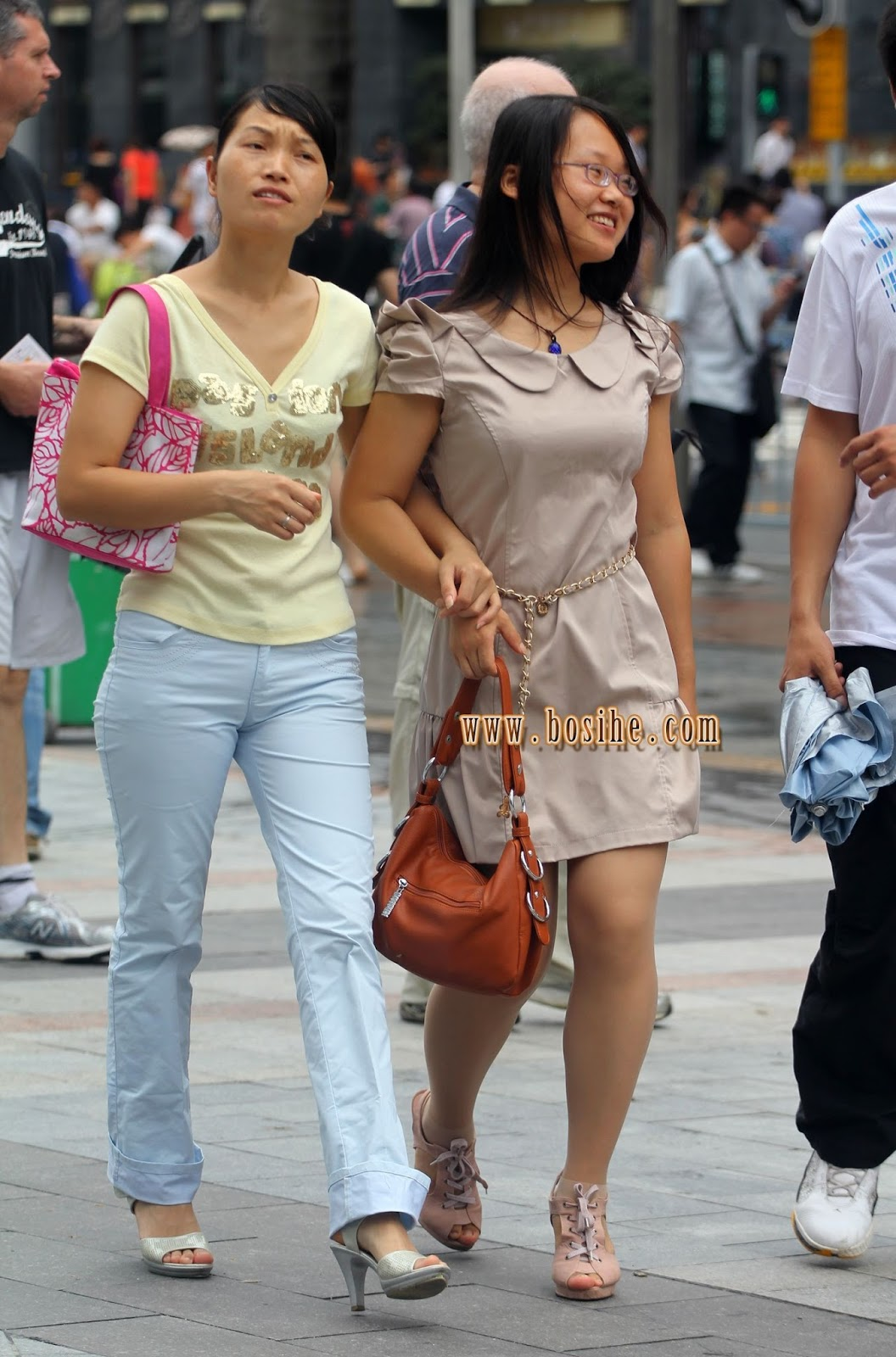 asia travel photography: chinese street candid a cameltoe,tights