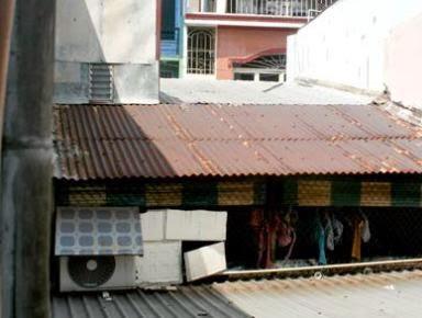 Tội nghiệp cho bé trai 5 tuổi tử vong vì điện truyền trên mái tôn