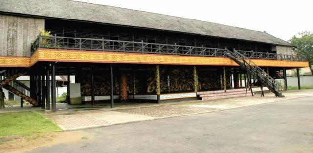 Rumah Adat Betang - Kalimantan