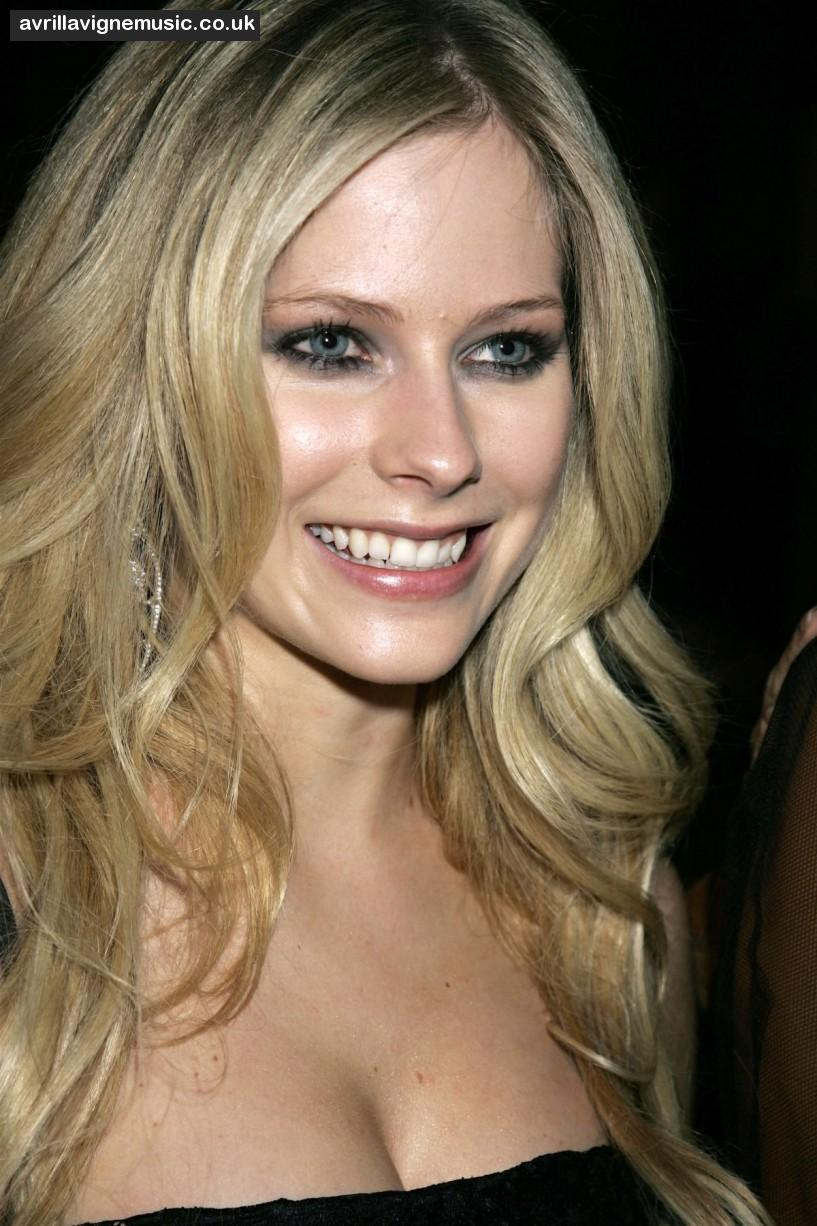 Cleavage Avril nude (83 images), Hot