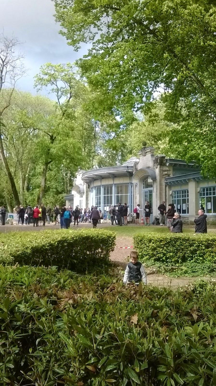 http://lafilleauxbasketsroses.blogspot.com/2014/05/foulees-de-pougues-les-eaux-10km-le-cr.html