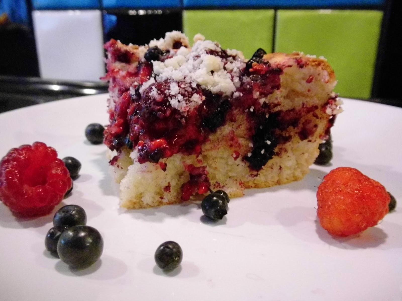 Wegańskie ciasto drożdżowe z owocami