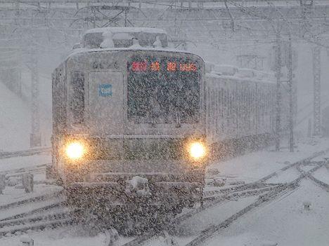 小田急線 東京メトロ千代田線直通 急行綾瀬行き6000系が大雪