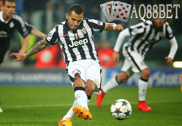 "Agen Bola - Bomber Juventus asal Argentina, Carlos Tevez, menjadi ""Man of The Match""dalam laga kontra Real Madrid. Ia mencetak gol yang"