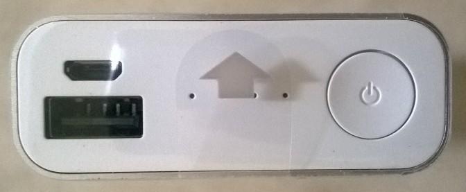 Penampakan power, port micro usb dan port female usb untuk pengisian smartphone