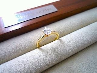 英国より帰国してエンゲージリング(結婚指輪)をオーダーした。