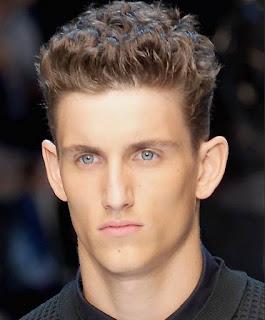 model-rambut-ikal-pria_32654