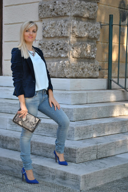 blazer blu in velluto outfit blazer blu in velluto come abbinare il blazer come abbinare il blu abbinamenti blu how to wear blue how to combine blue how to wear blue velvet blazer jeans e tacchi jeans and heels  outfit novembre outfit autunnali come vestirsi in autunno outfit invernali fall outfits how to dress in autumn mariafelicia magno fashion blogger color block by felym fashion blog italiani fashion blogger italiane blogger italiane fashion bloggers italy fashion blogger bergamo fashion blogger milano ragazze bionde blogger bionde influencer bionde