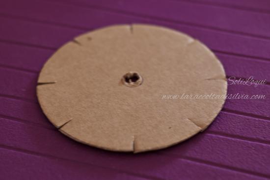 cartoncino forato per kumihimo