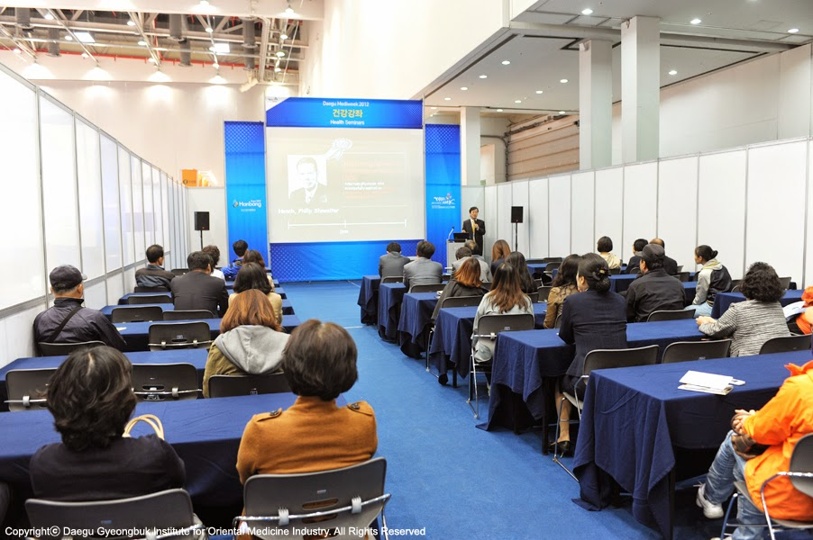 Visitors is taking a class about general health at the lecture room in the exhibition hall of  Korean Hanbang Expo