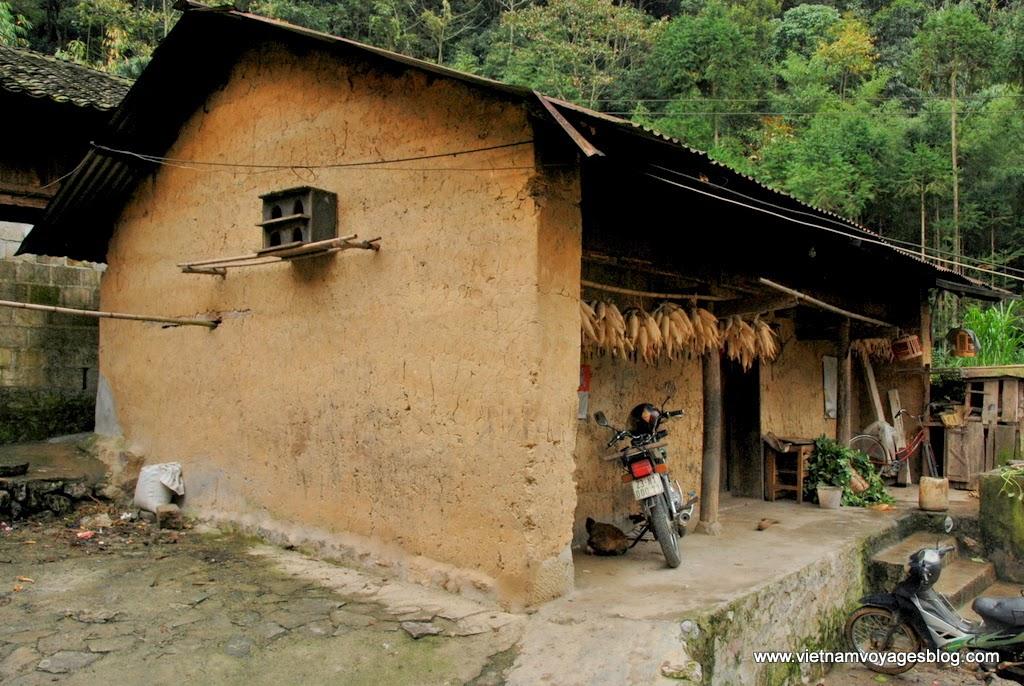 Thăm làng Sủng Là và ngôi nhà đóng phim Chuyện Của Pao