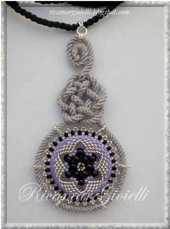 pendente nodo celtico e ciondolo in peyote con decorazione a stella