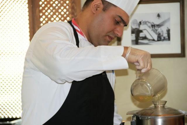 Preparando Hommous en Du Liban. Blog Esteban Capdevila
