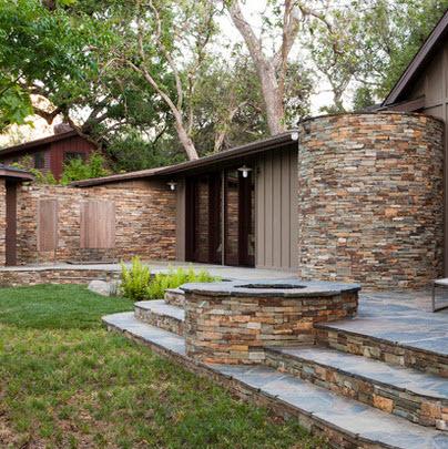detalle de fachada de casa en piedra
