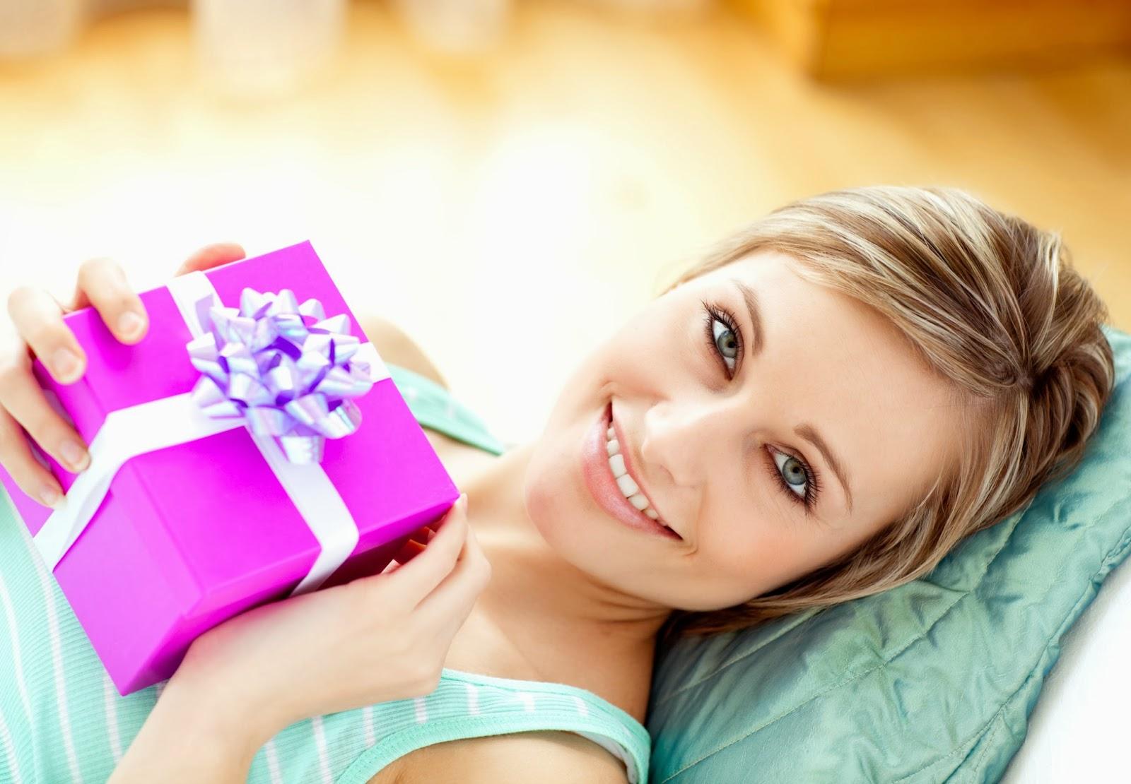 ТОП-10 подарков девушке 78
