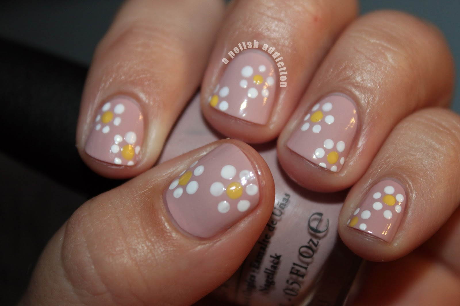 A Polish Addiction: Think Spring! Dotted Daisy Nails