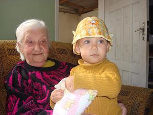 minha mãezinha querida e minha neta Carol.