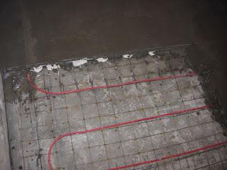 второй уровень стяжки с теплым полом - заливаю сетку и кабель ЦПС