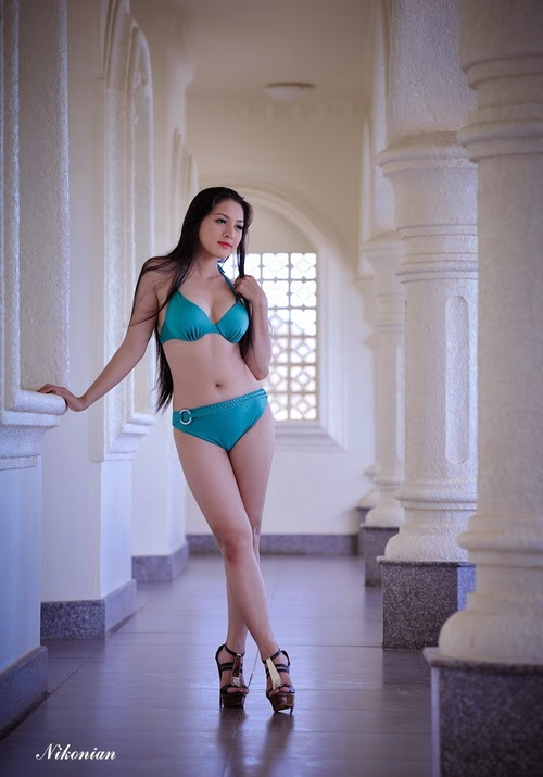 Hoa hậu Thái Nhã Văn Khoe sắc với bikini bên hồ bơi 7