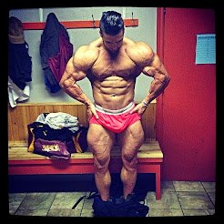 INSANELY HOT MUSCLE PIC