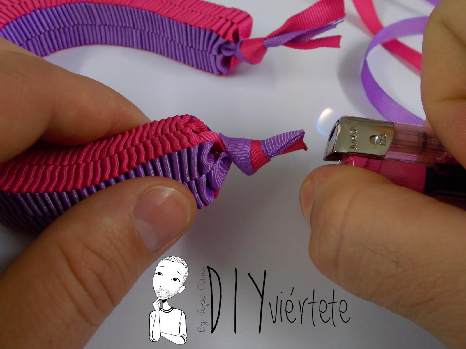 BLOGERSANDO-marzo-lila-collar-cinta raso-mujer trabajadora-color mujer-morado-violeta-acordeón-bisutería-7