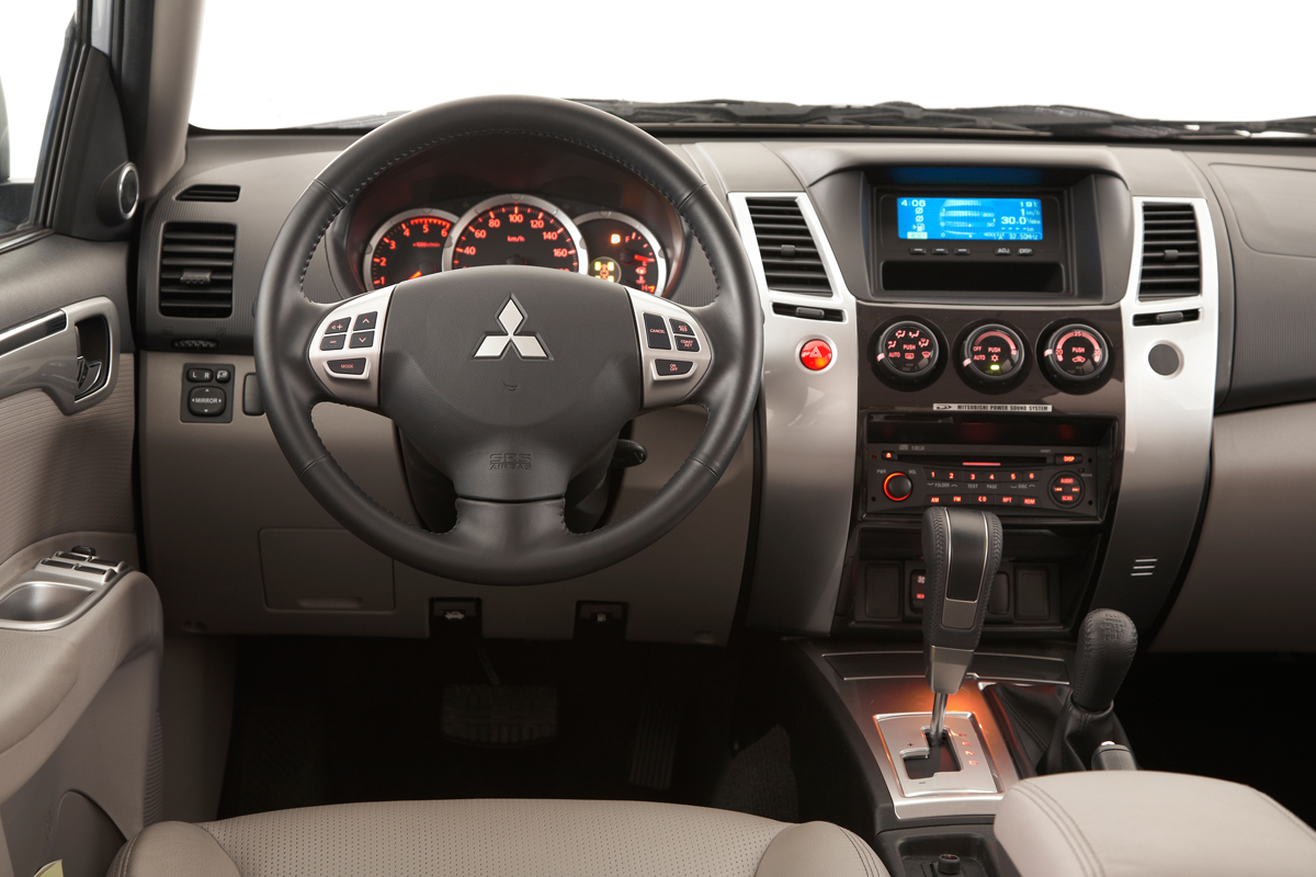 Mitsubishi Pajero Sport Dakar Luxury Interior
