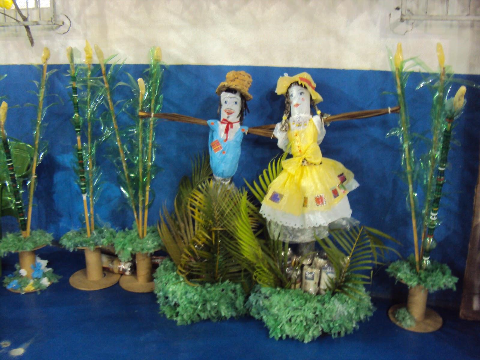 decoracao festa caipira:Essa decoração foi feita pelo Cei Morro do Meio para a Festa Caipira