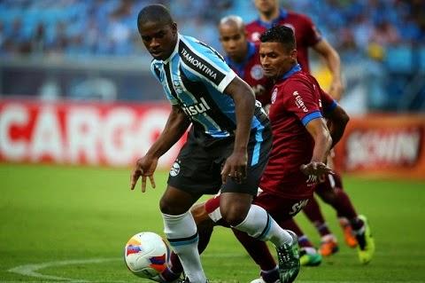 Um dos guris da base fez gol. O ataque funcionou, o Grêmio bateu o Caxias (3 a 1) e encerrou a seca de vitórias na Arena. É com gols que todo homem de frente se firma. Gol chama gol. Mamute aditivou sua confiança no vestibular do ataque tricolor.